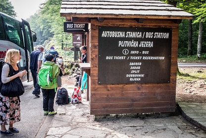 how to get to plitvice lakes national park by train